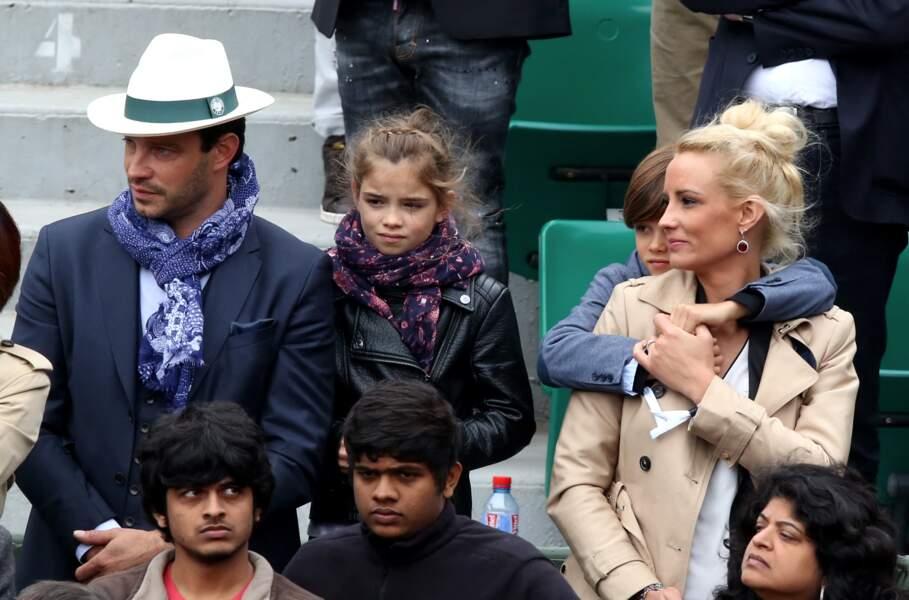 Elodie Gossuin et Bertrand Lacherie avec leur petite tribu à Roland-Garros en 2016.