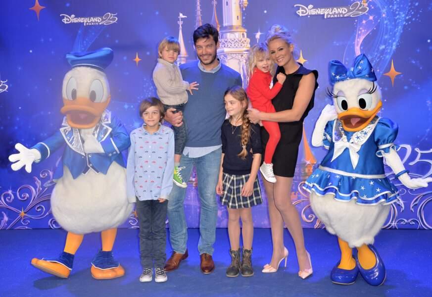 Elodie Gossuin, Bertrand Lacherie et leurs 4 enfants  Rose, Jules, Joséphine et Léonard au 25 ème anniversaire de Disneyland Paris en 2017.