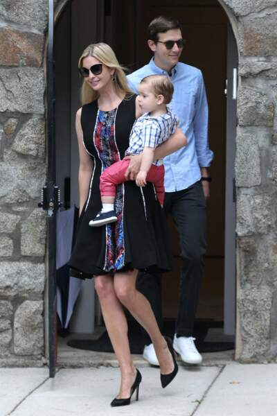 Ivanka Trump, avec son époux Jared Kushner et leur petit dernier, Theodore, à la sortie de leur domicile à Washington DC, le 28 juillet 2017.