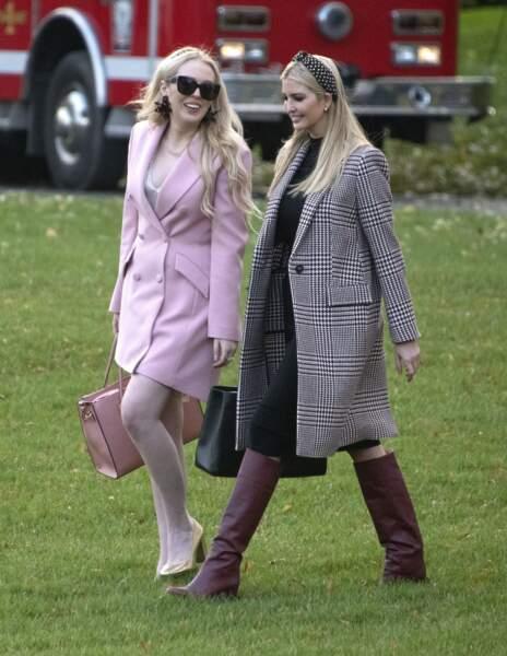 Ivanka Trump, avec sa demi-soeur Tiffany, lors de la traditionnelle cérémonie de Thanksgiving à la Maison Blanche, le 20 novembre 2018.