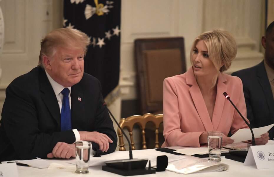 Ivanka Trump, avec son père, Donald Trump, lors d'une réunion du comité consultatif américain sur la politique du marché du travail à la Maison Blanche, le 6 mars 2019.