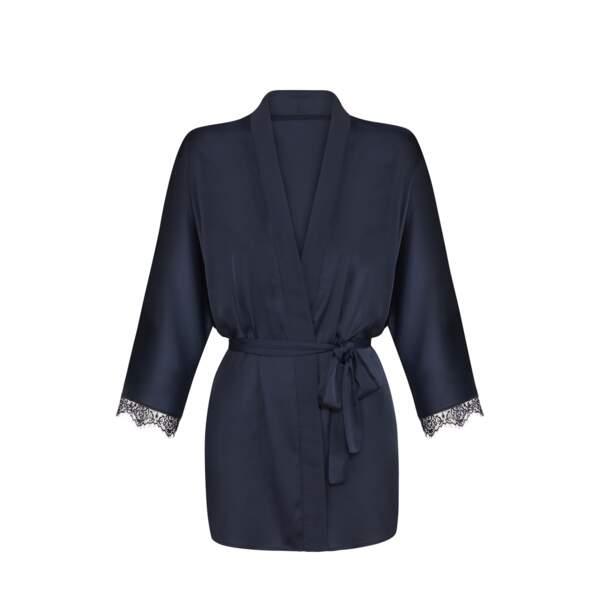 Kimono en satin et dentelle, Simone Pérèle, 69, 69 €.