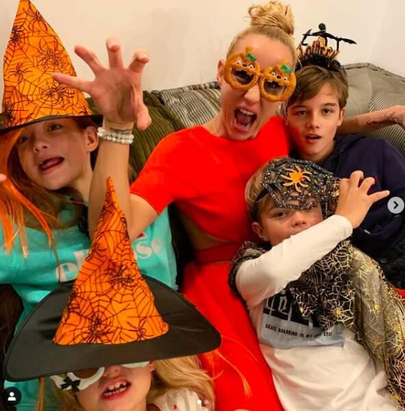 Elodie Gossuin fête Halloween avec ses deux paires de jumeaux.