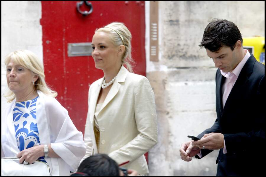 Elodie Gossuin et Bertrand Lacherie très élégants au mariage de Jean-Pierre Pernaut et Nathalie Marquay en 2007.