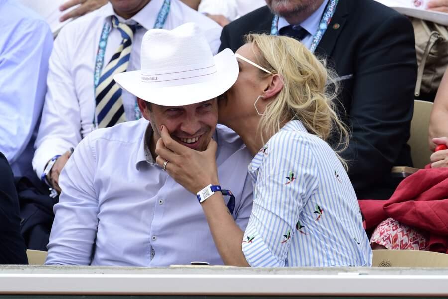 Elodie Gossuin et son mari Bertrand Lacherie plus tendres que jamais dans les tribunes de Roland Garros à Paris en 2019.