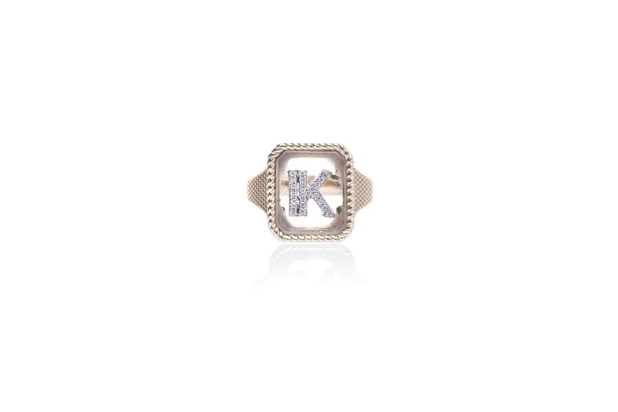 Chevalière en or jaune 18k, cristal et diamants blanc, Rainbow K, 1840 €.