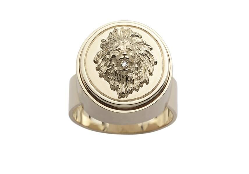Chevalière Strength, en or jaune 18 carats et diamants, Foundrae,  3395 €.