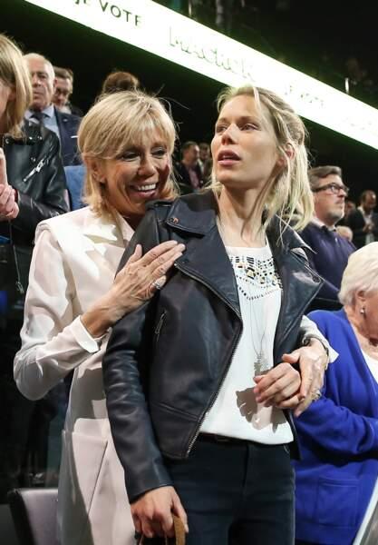 Brigitte Macron et sa fille Tiphaine Auzière, à Paris le 17 avril 2017.