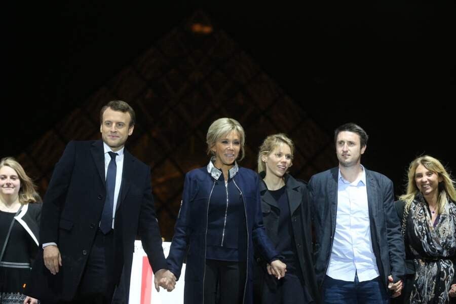 Emmanuel Macron célèbre en famille sa victoire à l'élection présidentielle, le 7 mai 2017.