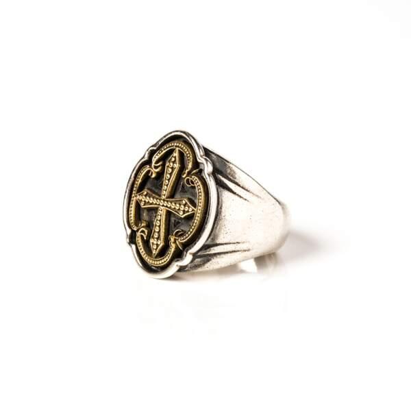 Bague en argent et croix en or 18 carats, Night Comes on, Corpus Christi, 870 €.