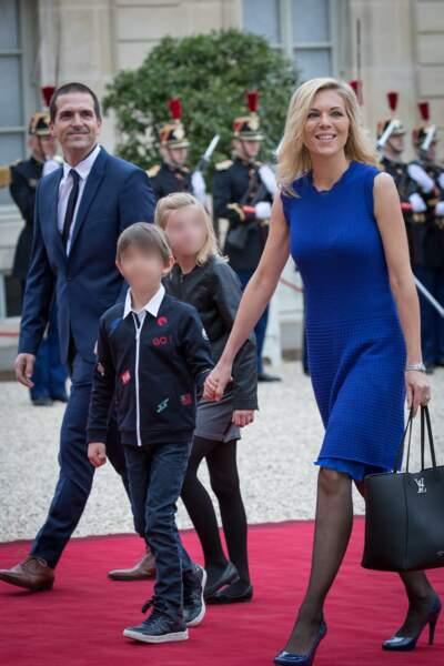 Laurence Auzière (fille de Brigitte et belle-fille d'Emmanuel Macron) avec son mari Guillaume et leurs enfants, à l'Elysée, le 14 mai 2017.