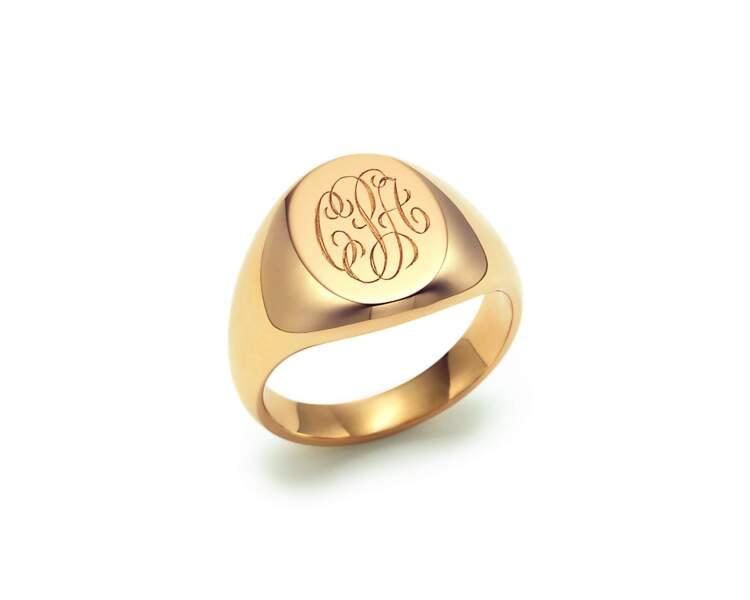 Chevalière ovale en or, Tiffany & Co., 2900 €.