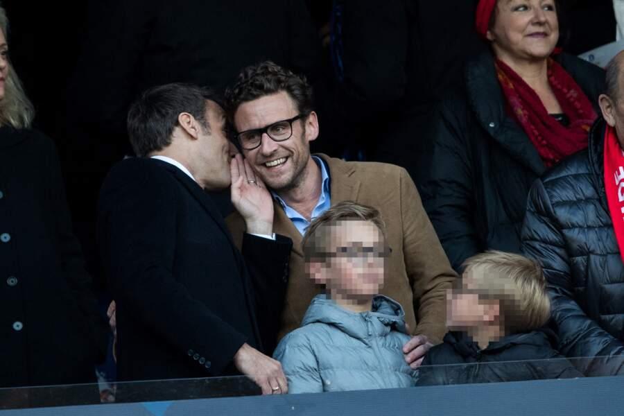 Emmanuel Macron, accompagné de son frère Laurent Macron et de ses neveux lors de la finale de la Coupe de France de football, le 27 avril 2019.