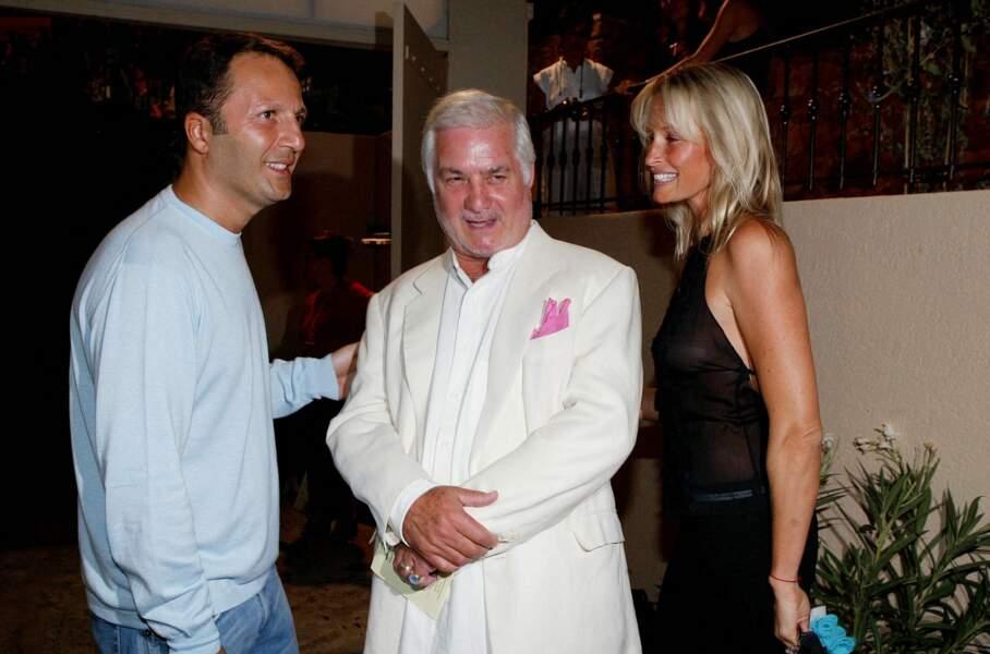 Arthur et Estelle Lefébure, avec Jean-Claude Brialy, lors du Festival de Ramtuelle, le 7 août 2003.