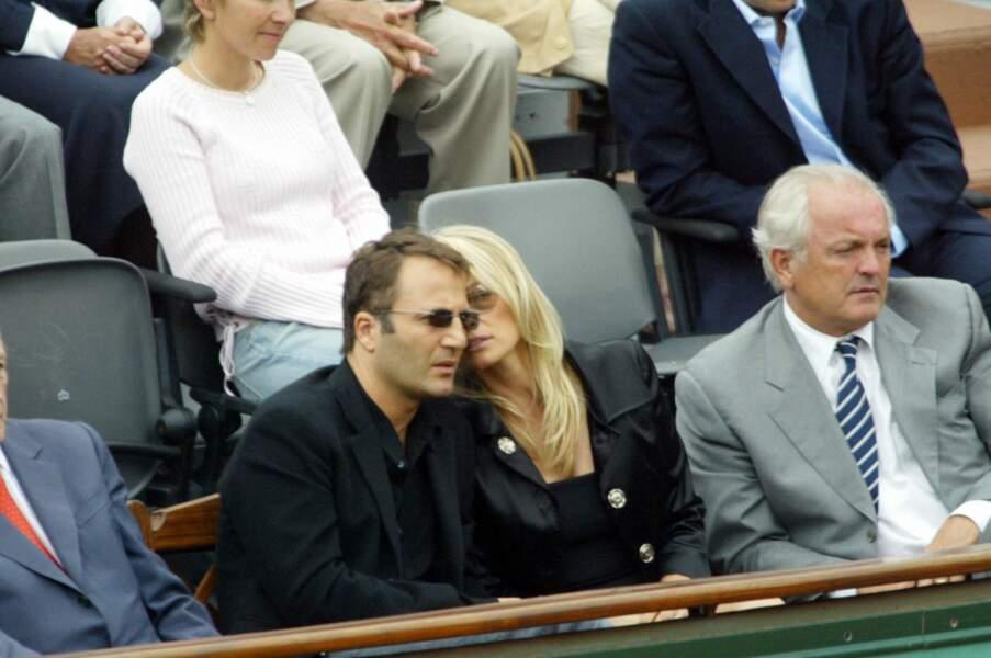 Estelle Lefébure et son mari Arthur, lors du tournoi de Roland Garros, en juin 2004.