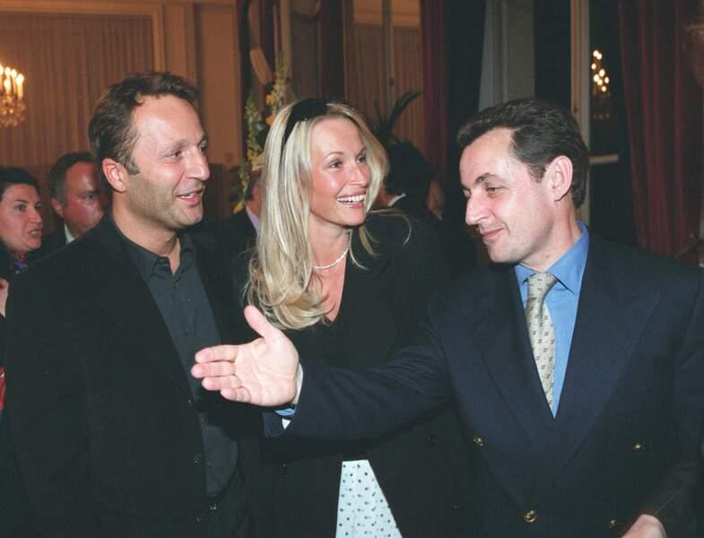 Arthur et Estelle Lefébure, avec Nicolas Sarkozy, le 27 mars 2003, quand Pierre Charon est fait chevalier de la Légion d'honneur.