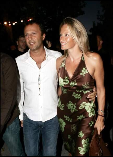 """Arthur et Estelle Lefébure, lors de l'avant-première du film """"Il ne faut jurer de rien"""", à Saint-Tropez, le 14 août 2005."""