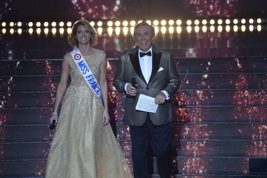 Très chics, Sylvie Tellier arrive en compagnie de Jean-Pierre Foucault à l'élection de Miss France 2021