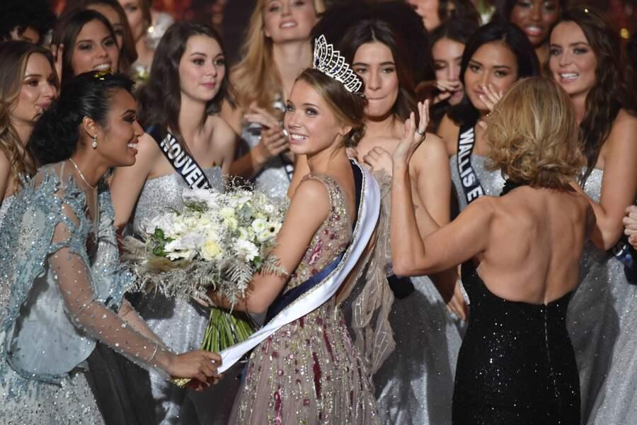 Amandine Petit couronnée Miss France 2021 sur la scène du Puy du Fou