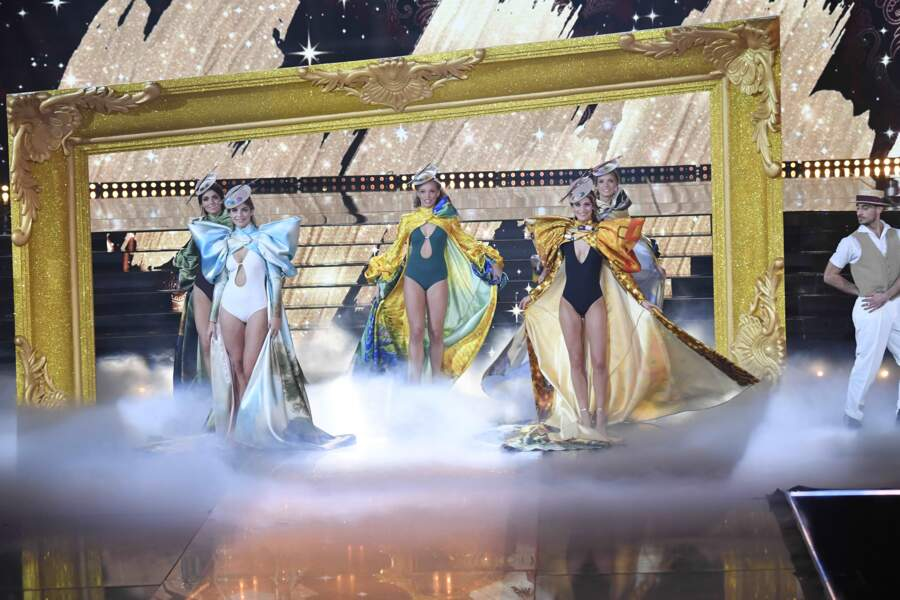Les 5 finalistes au titre de Miss France 2021 sur la scène du Puy du Fou