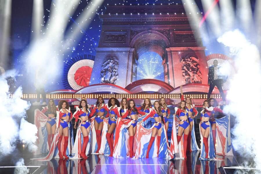 Amandine Petit parmi les 15 finalistes lors de l'élection de Miss France 2021 au Puy du Fou