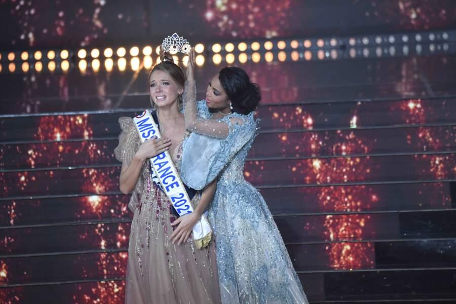 Amandine Petit couronnée Miss France 2021