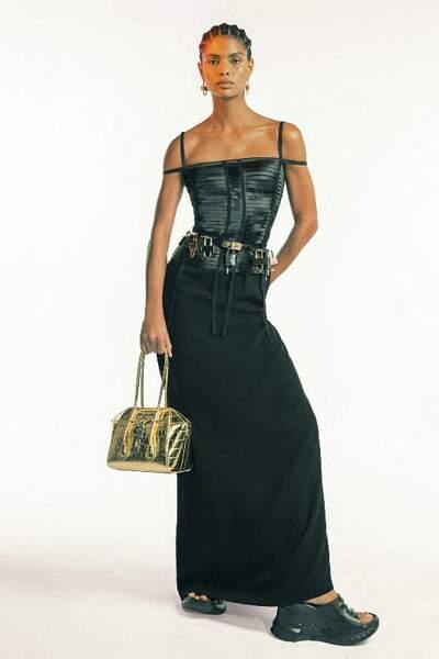 Les tresses ethniques de la collection Givenchy prêt-à-porter printemps-été 2021