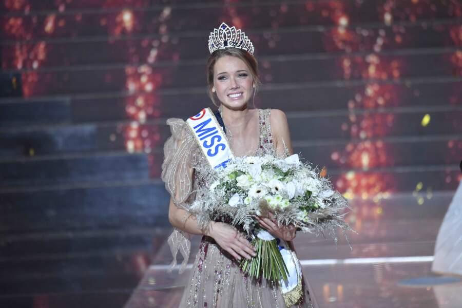 Amandine Petit, Miss France 2021, émue aux larmes