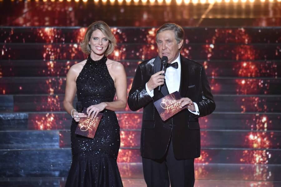 Sylvie Tellier et Jean-Pierre Foucault sur la scène du Puy du Fou lors de l'élection de Miss France 2021