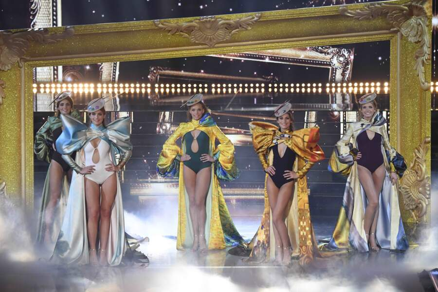 Tableau final à l'élection de Miss France 2021 sur la scène du Puy du Fou