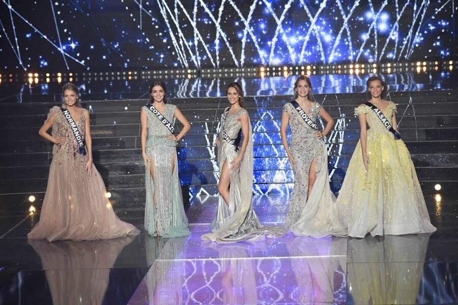 Miss Normandie, Miss Côte d'Azur, Miss Bourgogne, Miss Provence et Miss Alsace lors de l'élection de Miss France 2021