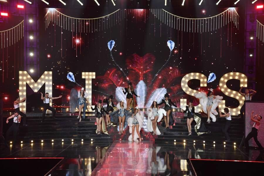 Les candidates sur scène lors de l'élection de Miss France 2021