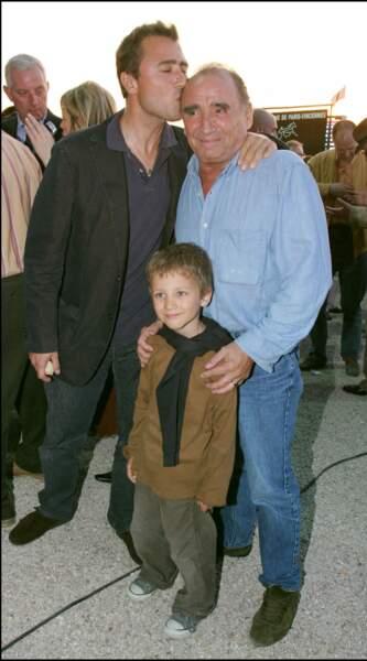 Claude Brasseur avec son fils, Alexandre, et son petit-fils, Louis.