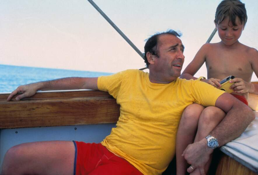 Claude Brasseur et son fils Alexandre en vacances aux Seychelles en avril 1981.