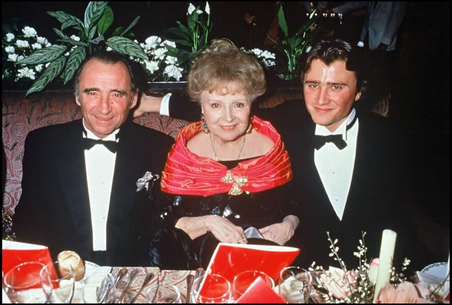 Claude Brasseur avec sa mère, OOdette Joyeux et son fils, Alexandre en 1992.