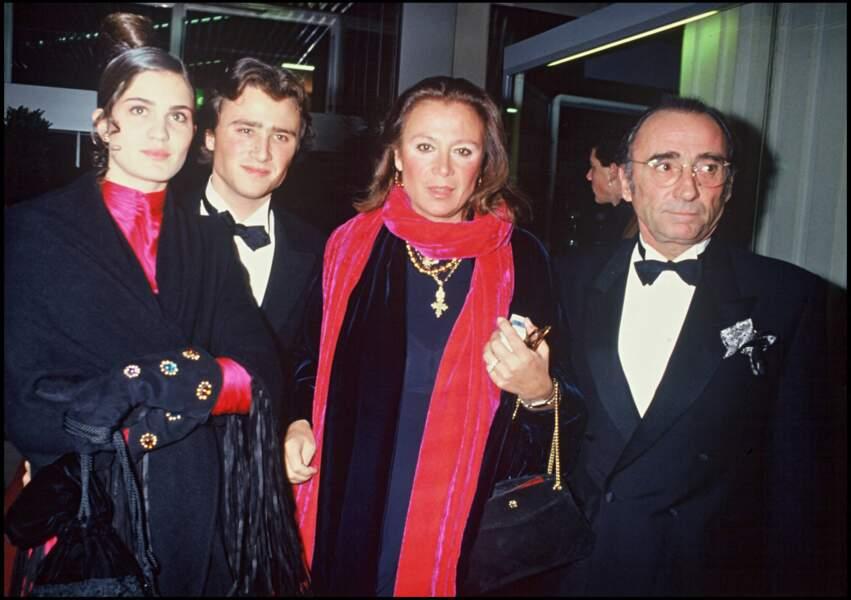 Claude Brasseur avec sa femme et son fils, Alexandre Brasseur lors de la cérémonie des César en 1992.