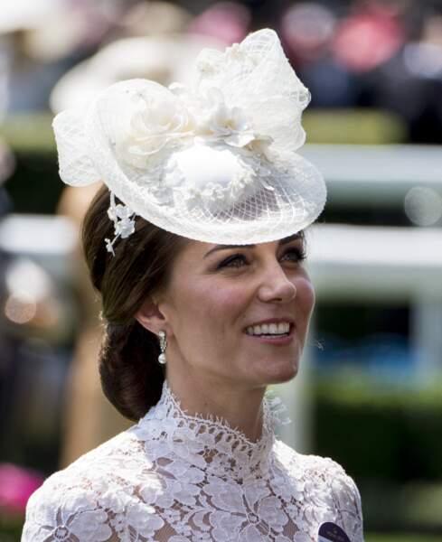 Le joli chignon bas de Kate Middleton