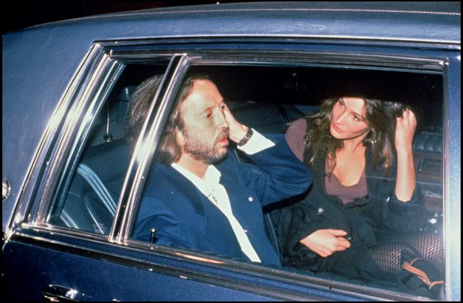 À la fin des années 1980, Carla Bruni fréquente Eric Clapton