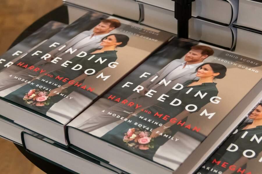 """La biographie du Prince Harry et de Meghan Markle """"Finding Freedom"""" à Londres, le 13 août 2020"""