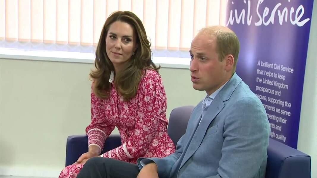 """Le prince William et Kate Middleton font des bagels lors de leur visite à la boulangerie """"Beigel Bake Brick Lane"""" à Londres, le 15 septembre 2020, pendant l'épidémie de coronavirus (Covid-19), le 15 septembre 2020"""