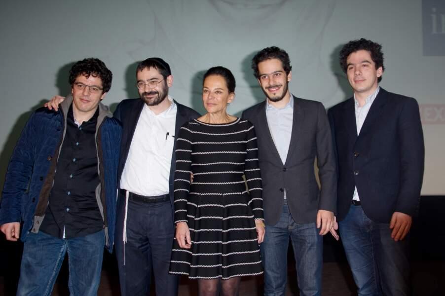 Caroline Eliacheff entourée de ses quatre fils Elisha karmitz, Nicolas Hossein, Nathanael Karmitz et Jérémie Nassif