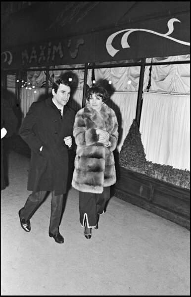 Au début des années 1960, Robert Hossein a vécu une romance avec Caroline Eliacheff. Ensemble ils auront un fils, Nicolas.