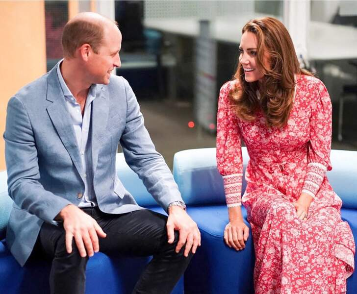"""Le prince William et Kate Middleton font des bagels lors de leur visite à la boulangerie """"Beigel Bake Brick Lane"""" à Londres le 15 septembre 2020."""