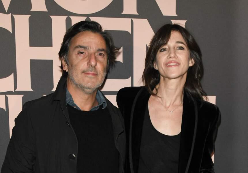 """Yvan Attal et Charlotte Gainsbourg, à l'avant-première du film """"Mon chien stupide"""" au cinéma UGC Normandie à Paris, le 22 octobre 2019."""