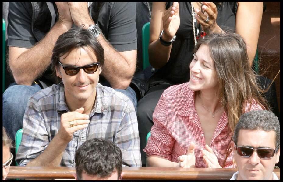 Charlotte Gainsbourg et Yvan Attal, complices, à Roland Garros en 2009.