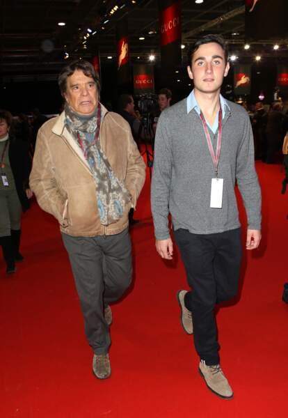 Bernard Tapie, avec son beau fils Raphaël Goehrs (le compagnon de sa fille, Sophie), en décembre 2013, à Villepinte.