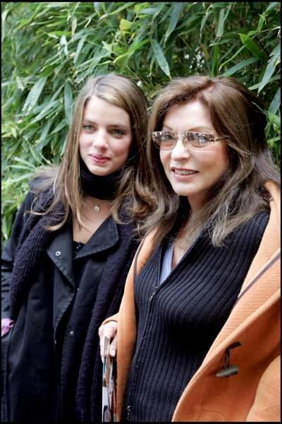 « Dès qu'elle a su pour Olivier, Marie-France (Pisier, ici avec sa fille, Iris - NDLR) a parlé à tout le monde. Elle voulait lui faire la peau », dévoile Camille Kouchner.
