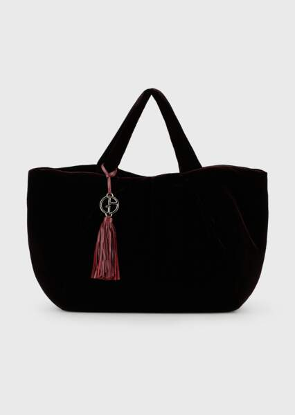 Maxi sac cabas en velours lisse bordeaux, 900€, Giorgio Armani