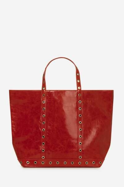 Grand sac cabas en cuir froissé rouge surmonté d'oeillets dorés, 350€, Vanessa Bruno