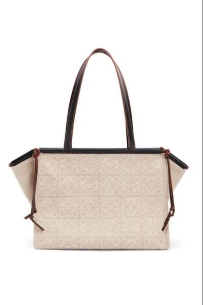 Grand sac fourre-tout cushion en lin brodé, 1.300€, Loewe